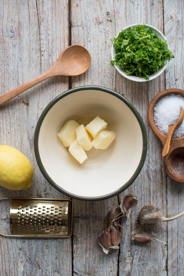 masło czosnkowe do pieczonej ryby