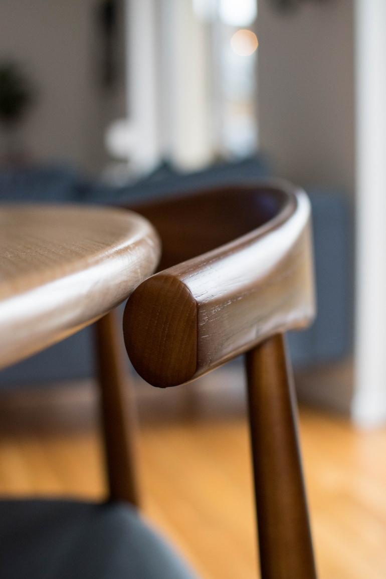 gięte krzesła drewniane mid century