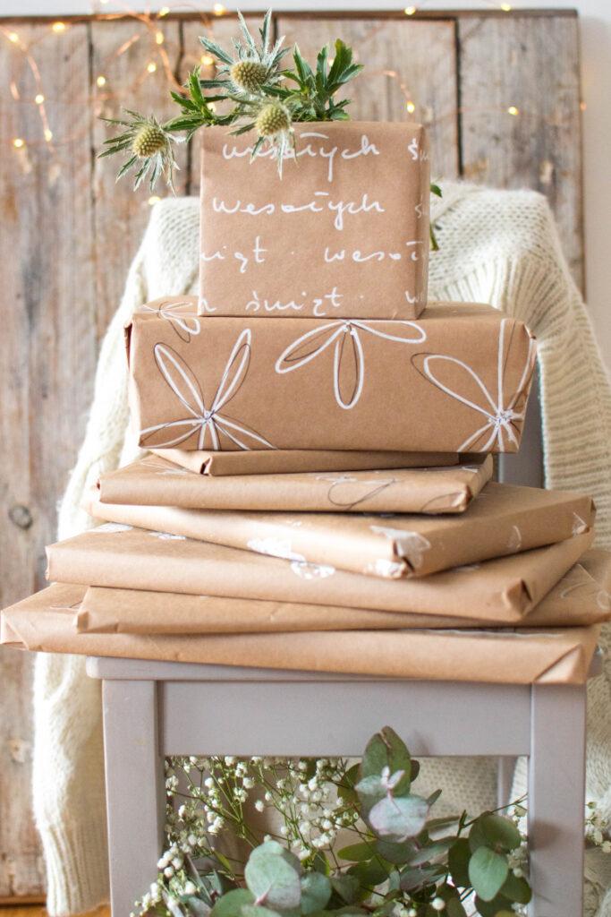 świąteczne ozdabianie prezentów