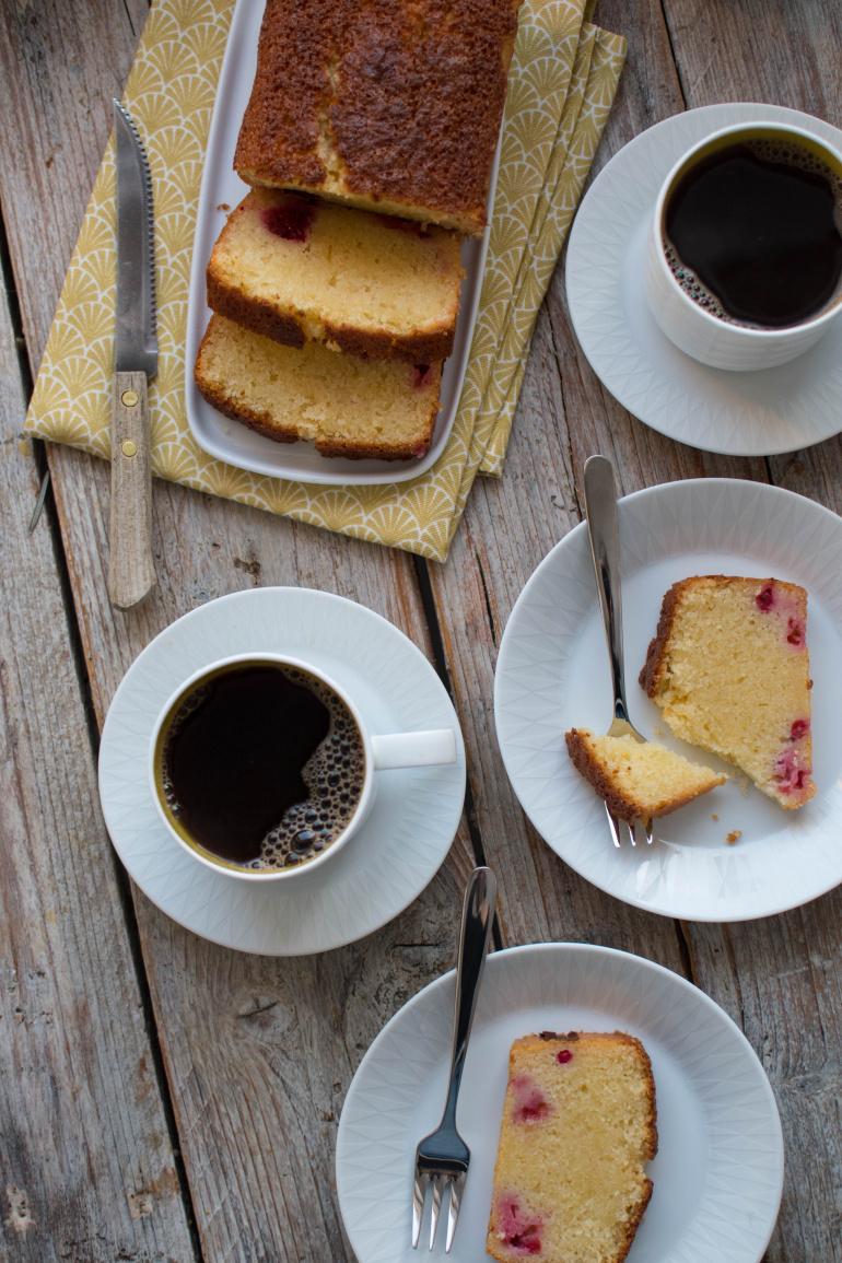babka cytrynowa i czarna kawa