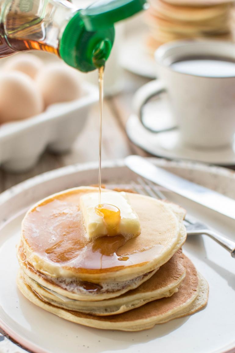 pankejki z masłem i syropem klonowym