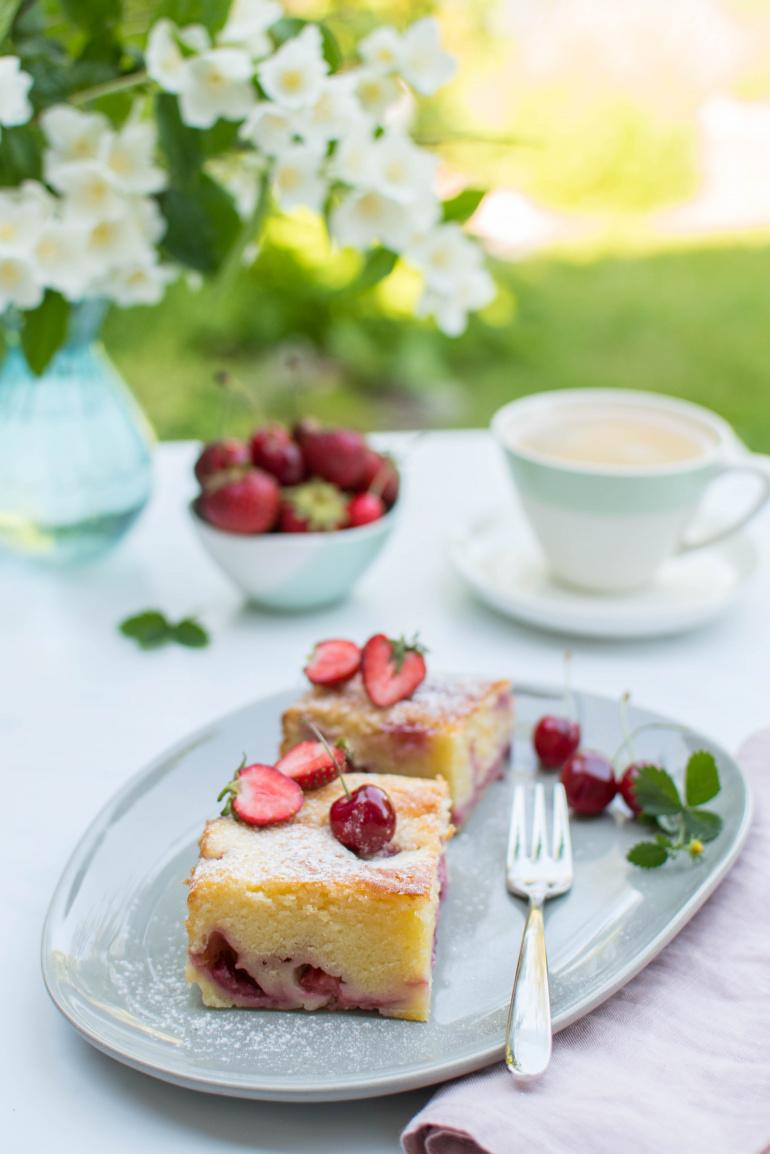 Twarogowe ciasto z truskawkami